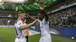 Monchengladbach Defeat 10 Men Borussia Dortmund In German Bundesliga